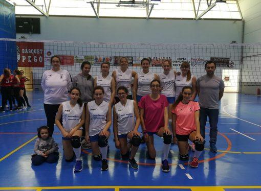 Las chicas del Club Voleibol Benissa ganadoras de la liga comarcal
