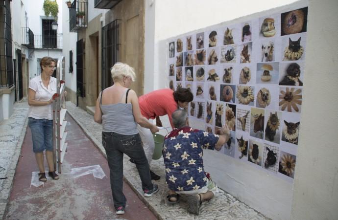El casco antiguo de Benissa se convierte en un museo al aire libre con la exposición Pans al Ras