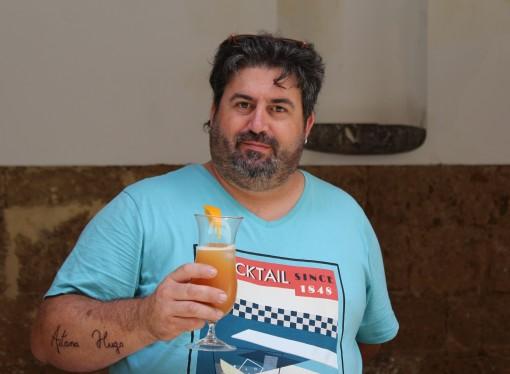 """""""Aigua de la Marina"""", el primer cóctel que elaboró el benissero Miguel Ángel Julia Fluxà"""