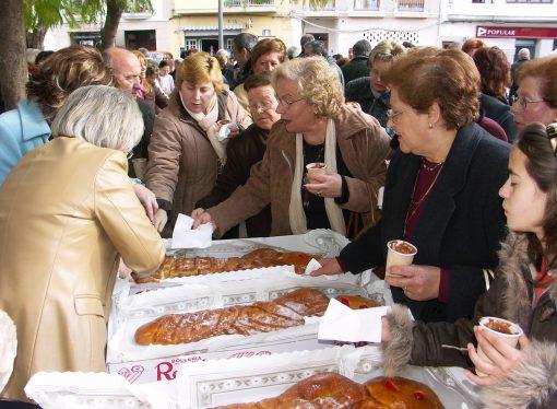 """Teulada festeja su dulce típico de Sant Blai, la """"Dama"""""""