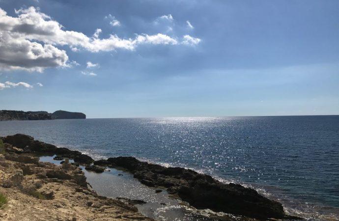 El municipio de Benissa abre al baño sus playas