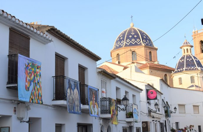 """""""Balconades"""" llena de arte el casco antiguo de Altea"""