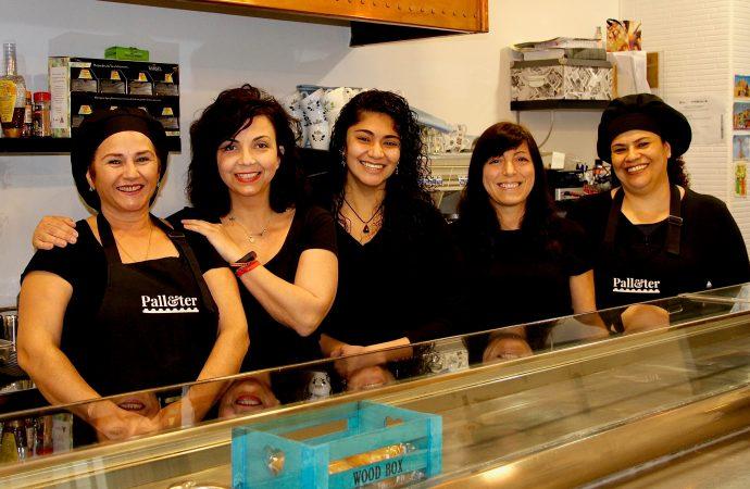 Gisela Cardona y su equipo de mujeres regentan el Bar Palleter de Benissa