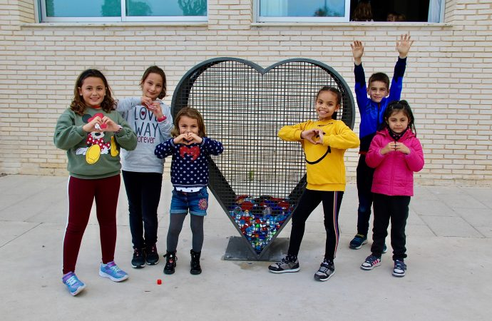 """Los centros escolares de Benissa laten con los """"corazones solidarios"""""""