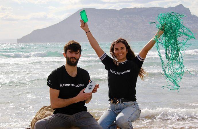 Gravity Wave, la ola que transforma el plástico del Mediterráneo en fundas para móviles