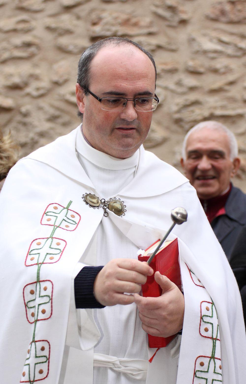 cura párroco