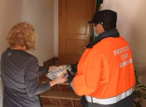 """El Ayuntamiento de Benissa reparte 10.000 """"kits sanitarios"""" para proteger a sus vecinos"""