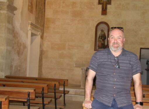 La fe sigue llegando a los hogares benisseros también en verano
