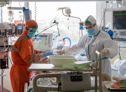 """""""Distopía"""", la exposición fotográfica sobre el COVID-19 en el Hospital de Dénia"""
