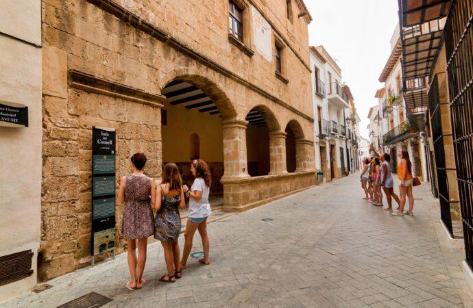 Benissa cierra con notable alto la temporada turística ante un verano atípico