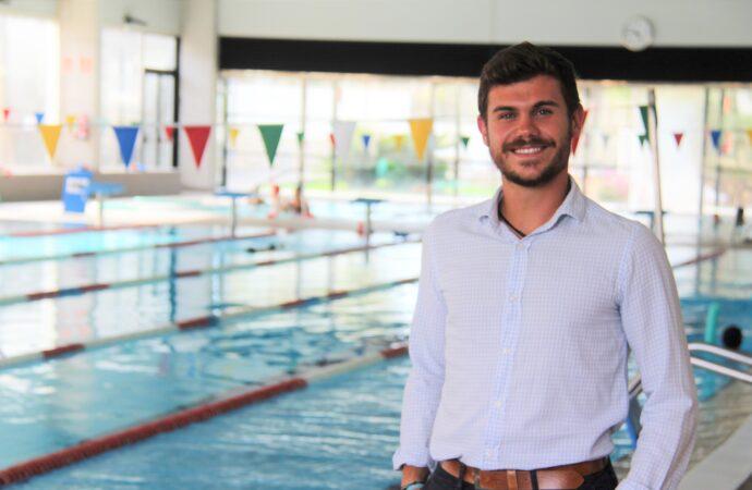 """Adrián Cabrera: """"Animo a los vecinos a practicar deporte en uno de los lugares más seguros como es la piscina municipal de Benissa"""""""