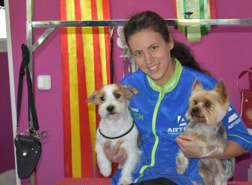 """Cristina Linares: """"Es la primera vez que me presento a un campeonato de peluquería canina, así que no puedo estar más feliz con el resultado"""""""