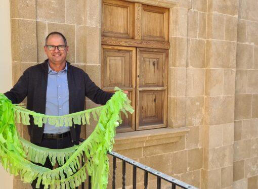 La concejalía de Fiestas invita a sus vecinos a decorar los balcones y calles de Benissa