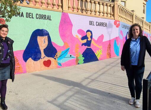 """Alcalalí crea un mural con el lema """"L'ama del corral, del carrer i de la flor de l'ametler"""""""