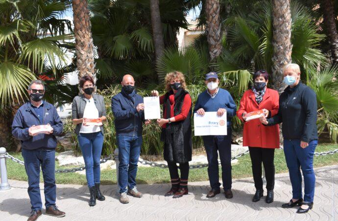 El Rotary Club Benissa-Teulada entrega 1.500€ en vales a Cáritas Teulada y Moraira