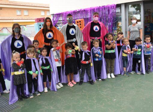 El CEIP Cap d'Or de Moraira se llena de poderes con los superhéroes y superheroínas de sus alumnos