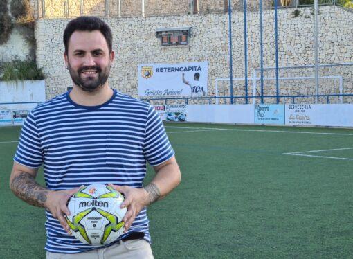 Iván Robles cierra la etapa más bonita de su vida como entrenador de fútbol femenino