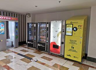 """Portal de la Marina premia por reciclar en las máquinas """"Reciclos"""""""