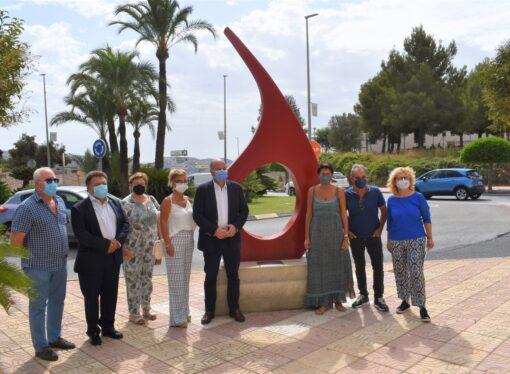 """""""Vida"""", una gota de casi 3.000 kilogramos del escultor Quico Torres en homenaje a los donantes"""
